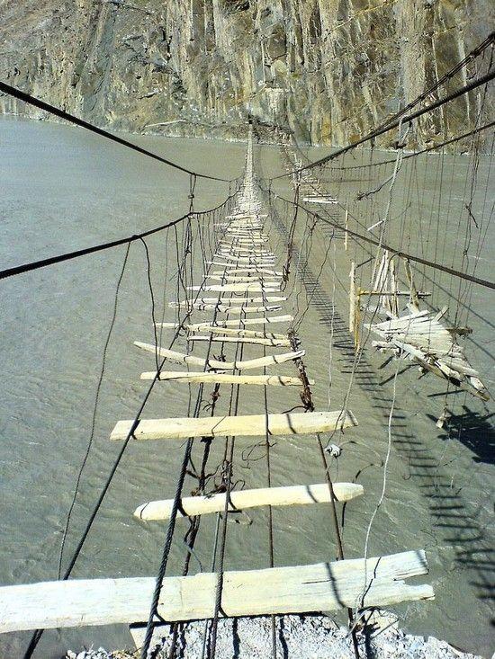 Η πιο επικίνδυνη γέφυρα στον κόσμο!