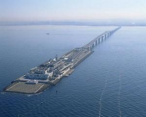 Εντυπωσιακός συνδυασμός γέφυρας-τούνελ στην Ιαπωνία!