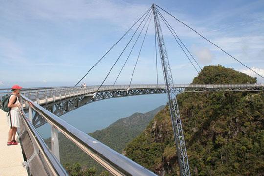 perierga.gr - Γέφυρα στον ουρανό