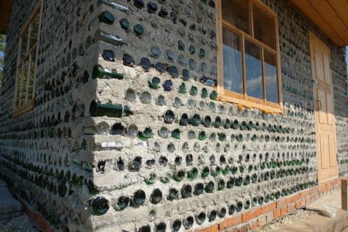 Ένα σπίτι φτιαγμένο από μπουκάλια!!!!