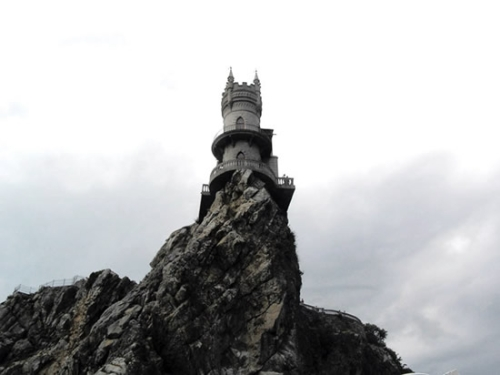 perierga.gr - Η φωλιά του χελιδονιού