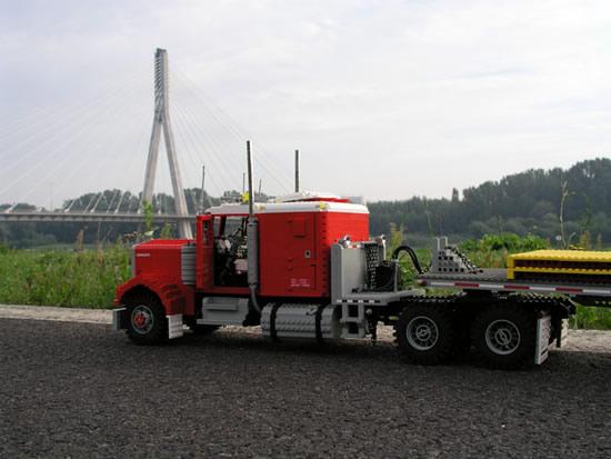 perierga.gr - Φορτηγά από τουβλάκια