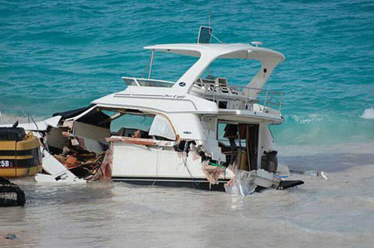 perierga.gr - Καταστροφή σκάφους
