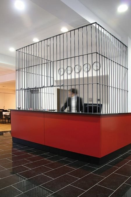Perierga.gr - Ξενοδοχείο φυλακή