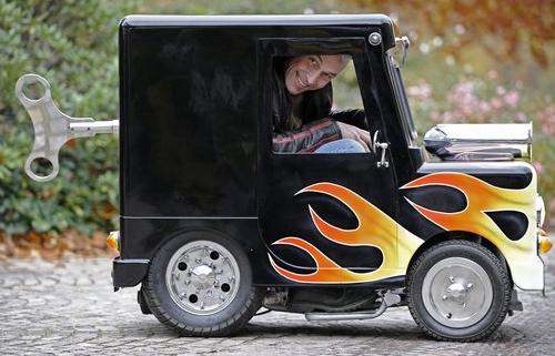 Perierga.gr - Το μικρότερο αυτοκίνητο του κόσμου
