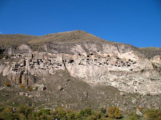 Perierga.gr - Vardzia, η πόλη των σπηλαίων