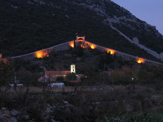 Perierga.gr - Το μεγάλο τείχος της Κροατίας!