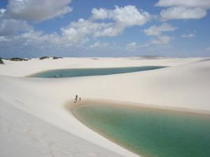 Η άσπρη έρημος με τις εκατοντάδες λίμνες!