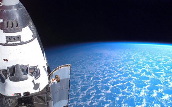 Perierga.gr - Εργασίες σε διαστημικό σταθμό!