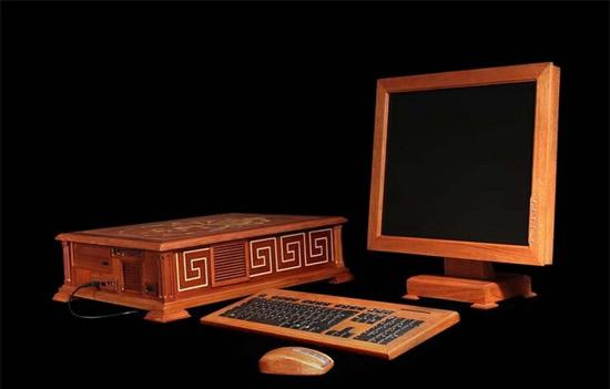 Perierga.gr - Ξύλινος ηλεκτρονικός υπολογιστής