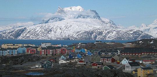 Perierga.gr - Πολύχρωμες πόλεις της Γροιλανδίας!