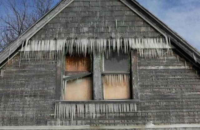 Perierga.gr - Παγωμένο σπίτι!