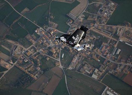 Perierga.gr - Πετώντας σαν τον Ίκαρο