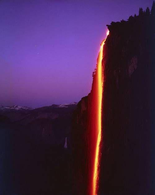 Perierga.gr - Το ποτάμι της φωτιάς!