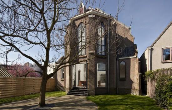 http://perierga.gr/wp-content/uploads/2010/12/church_house_1.jpg