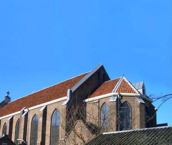 http://perierga.gr/wp-content/uploads/2010/12/church_house_2.jpg
