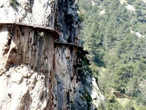 Perierga.gr - Το πιο επικίνδυνο μονοπάτι