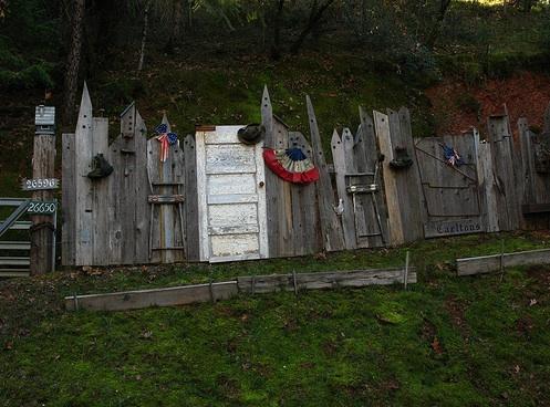 Perierga.gr - Παράξενοι φράχτες!