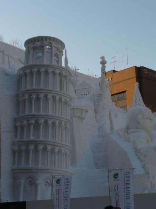 Perierga.gr - Παλάτια στο χιόνι