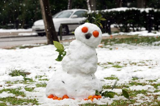 Perierga.gr -Χιονάνθρωπος
