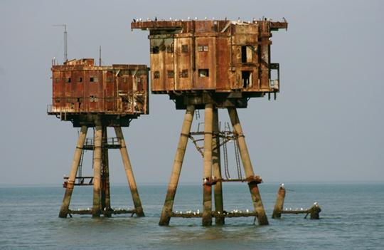 Perierga.gr - Τα θαλάσσια οχυρά του πολέμου