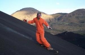 Σερφάροντας στην πλαγιά ηφαιστείου