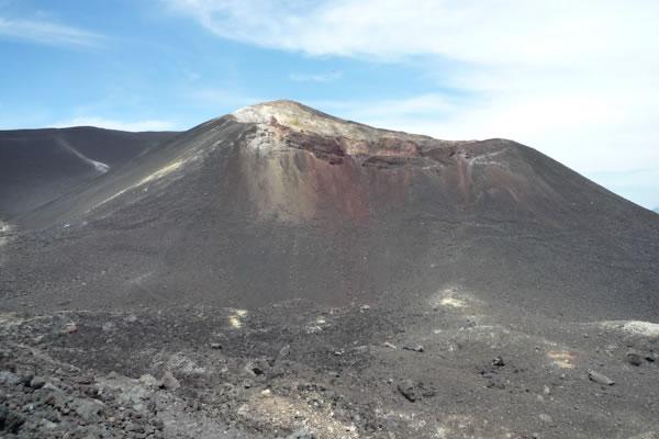 Perierga.gr - Σερφάροντας στην πλαγιά ηφαιστείου