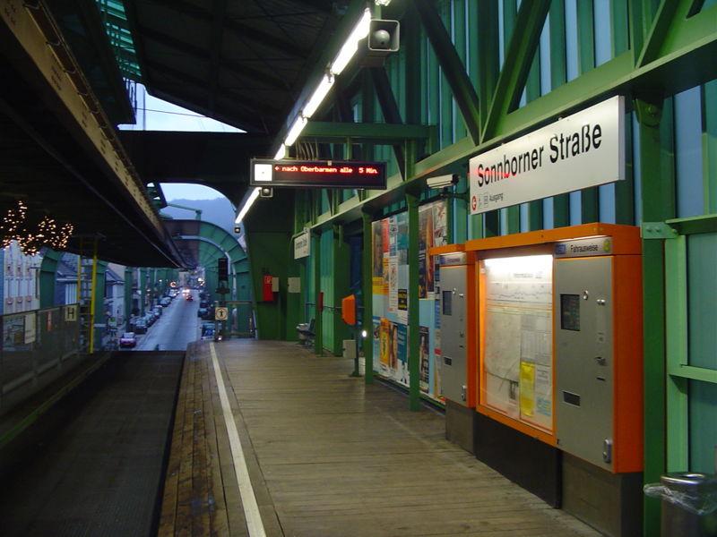 Perierga.gr - Τρένο στο Βούπερταλ!