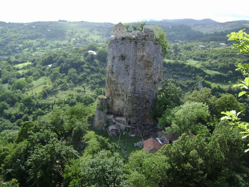 Perierga.gr - Εκκλησία σε βράχο