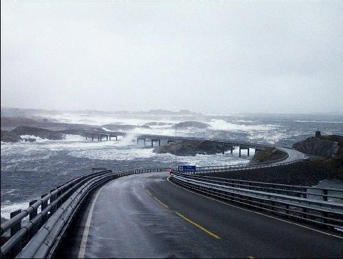 Perierga.gr - Δρόμος στον ωκεανό!