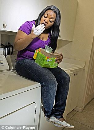 19χρονη τρώει… σαπούνι!