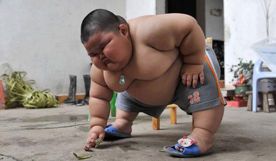 Perierga.gr - Τριών ετών ζυγίζει 60 κιλά
