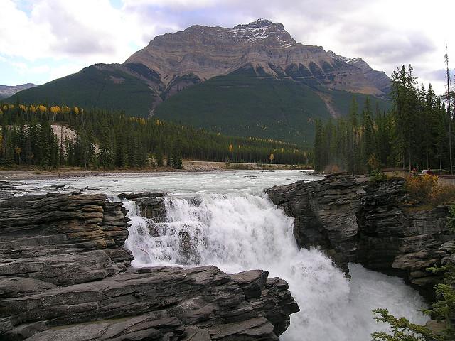Perierga.gr - Ο όμορφος καταρράκτης του Athabasca