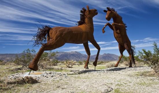 Perierga.gr - Μεταλλικά προϊστορικά ζώα!