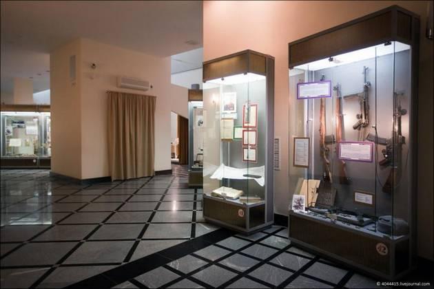 Perierga.gr - Μουσείο Καλάσνικοφ