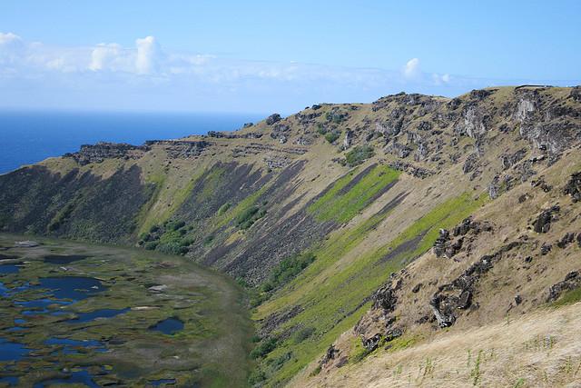 Perierga.gr - Ο κρατήρας του ηφαιστείου Rano Kau