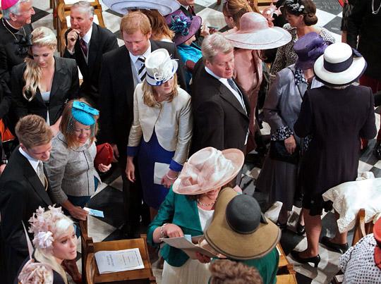 Perierga.gr - Ο... πόλεμος των καπέλων!