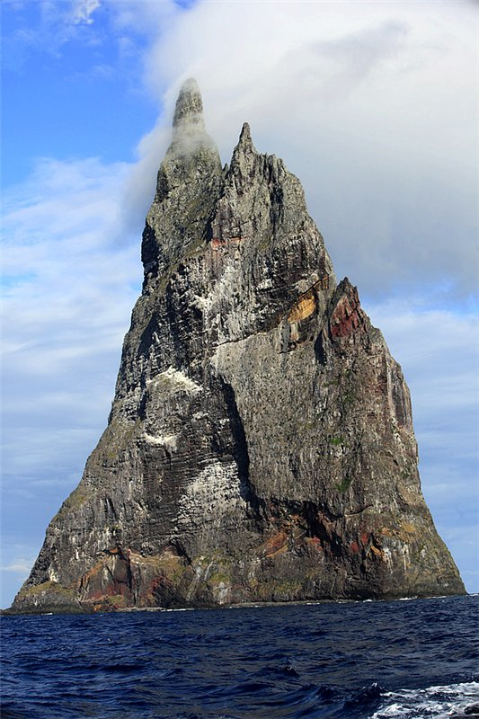 Perierga.gr - Η πυραμίδα της θάλασσας!
