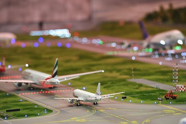 Perierga.gr - Το μεγαλύτερο αεροδρόμιο μινιατούρα