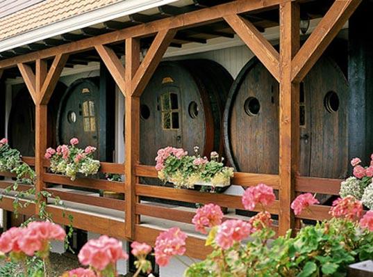 Perierga.gr - Ξενοδοχείο από παλιά βαρέλια κρασιού