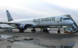 Perierga.gr - Το αεροπλάνο των Iron Maiden στην Ελλάδα!