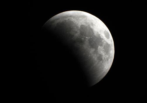 Perierga.gr - Η Σελήνη έχει όσο νερό και η Γη!