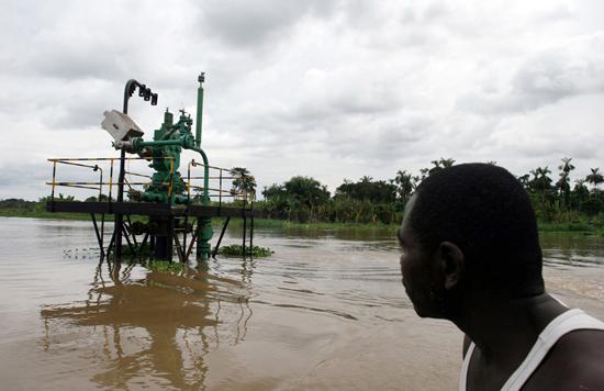 Perierga.gr - Νιγηρία: Οι επιπτώσεις από την εξόρυξη πετρελαίου!