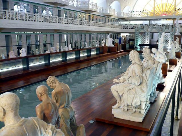 Perierga.gr - Η πισίνα που μετατράπηκε σε μουσείο