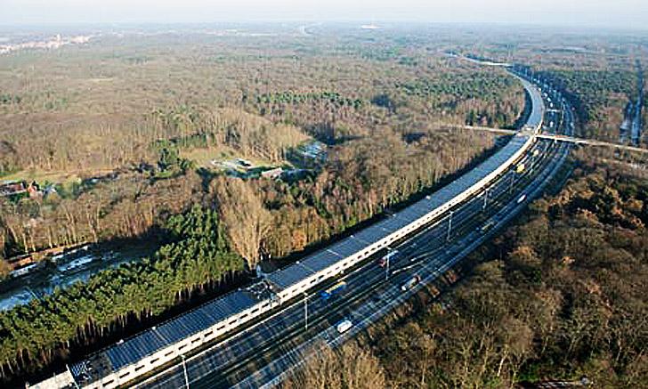 Perierga.gr - Το πρώτο ηλιακό τρένο