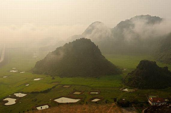 Perierga.gr - Σπηλιές στο Βιετνάμ