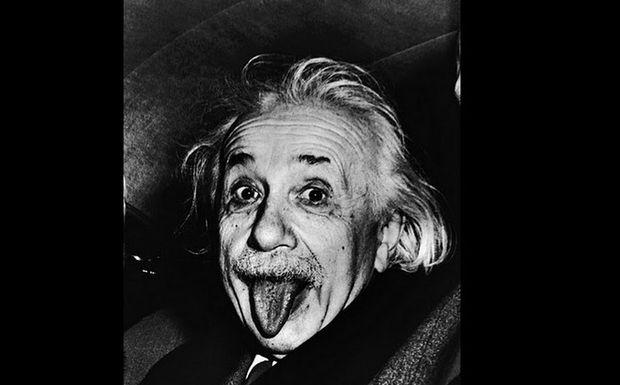 Όταν ο Αϊνστάιν έβγαζε γλώσσα