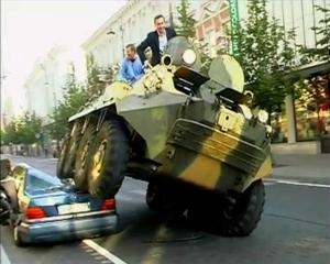 Perierga.gr - Ο δήμαρχος πήρε το τανκ του