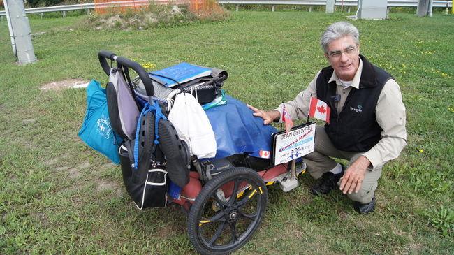 Perierga.gr - Έκανε το γύρο του κόσμου με τα πόδια σε 11 χρόνια!