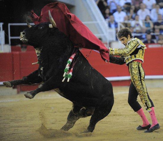 Perierga.gr - Τέλος στις ταυρομαχίες